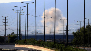 Εντυπωσιακές εικόνες: Πώς έγινε η ελεγχόμενη έκρηξη πυρομαχικών στο στρατιωτικό αεροδρόμιο Ελευσίνας