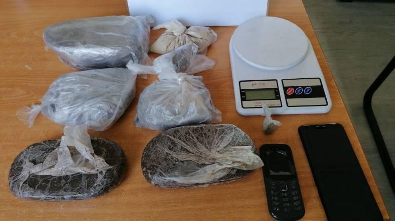Δύο συλλήψεις για κατοχή ηρωίνης και κάνναβης στο Ζεφύρι