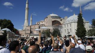 Στους ΥΠΕΞ της Ε.Ε. φέρνει το θέμα της Αγίας Σοφίας η Αθήνα