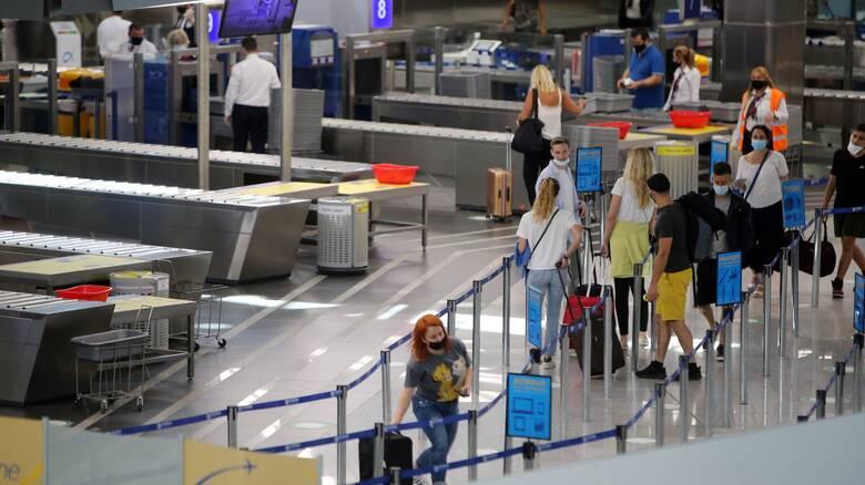 Βατόπουλος: Μπορεί να απαγορευτεί η είσοδος τουριστών κι από άλλες χώρες