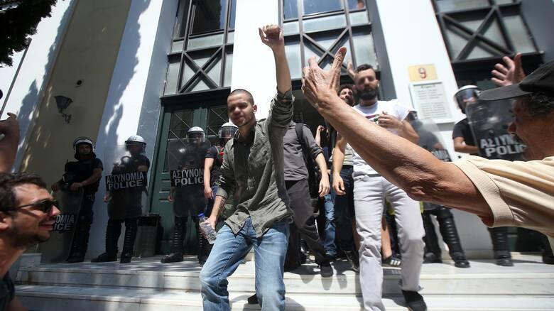 Ελεύθεροι οι συλληφθέντες για τα επεισόδια στο Σύνταγμα