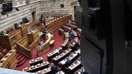 Κορωνοϊός: Σφοδρή αντιπαράθεση κυβέρνησης - ΣΥΡΙΖΑ για την πανδημία