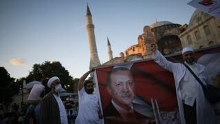 «Εσωτερικό ζήτημα η Αγία Σοφία»: Νέες προκλήσεις Ερντογάν και Τσαβούσογλου
