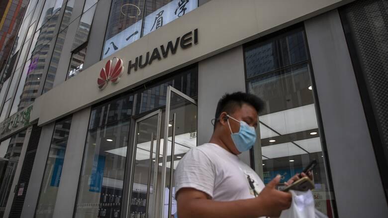 Το Λονδίνο απέκλεισε την Huawei από το 5G