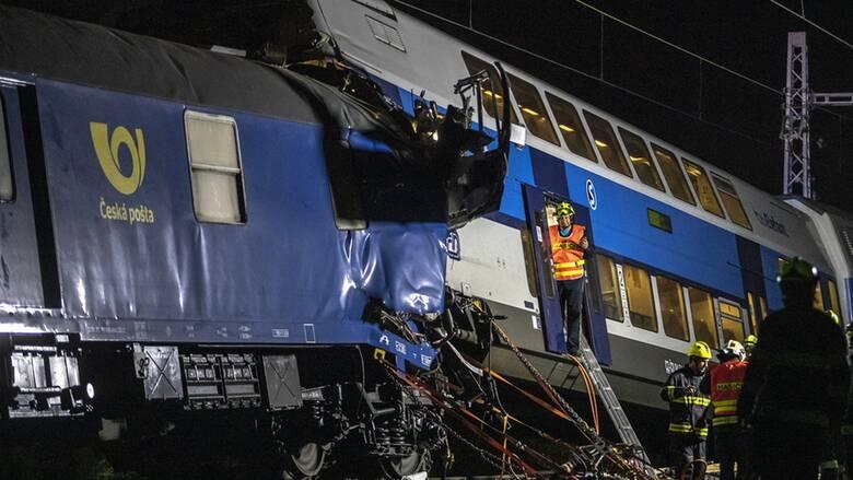 Σύγκρουση τρένων στην Πράγα με δεκάδες τραυματίες