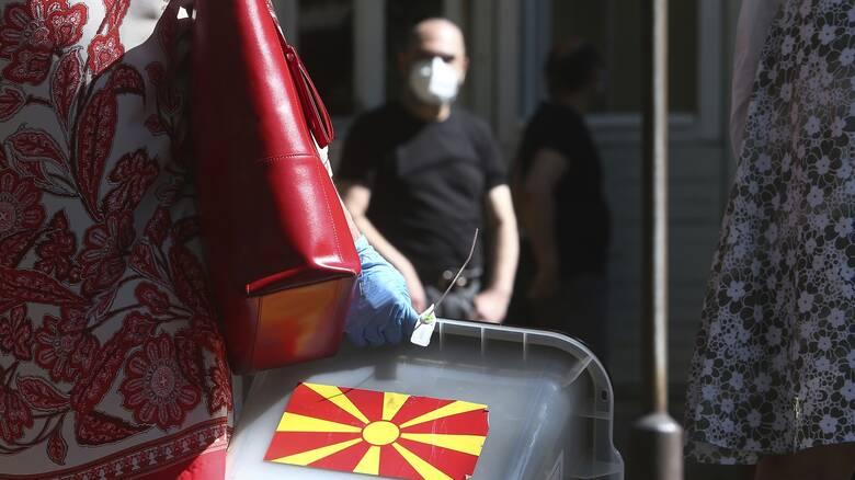 Βόρεια Μακεδονία: Με μάσκες στις κάλπες για τις κρίσιμες βουλευτικές εκλογές