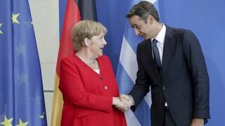 Τηλεφωνική επικοινωνία Μητσοτάκη – Μέρκελ ενόψει της Συνόδου Κορυφής