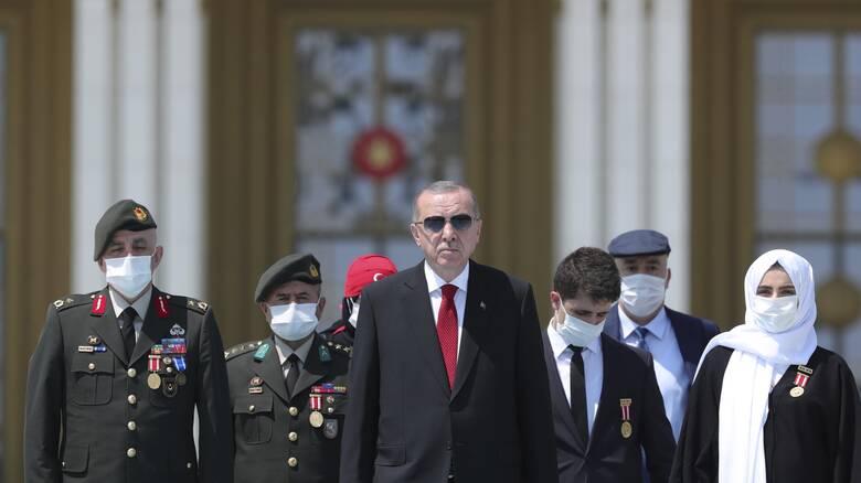 Ερντογάν: Δεν θα υποστείλουν τη σημαία μας, δεν θα φιμώσουν την προσευχή μας