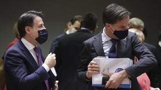 Σύνοδος Κορυφής: «Μετωπική» Ιταλίας και Ολλανδίας για την οικονομία – Ανοικτό το ενδεχόμενο για βέτο