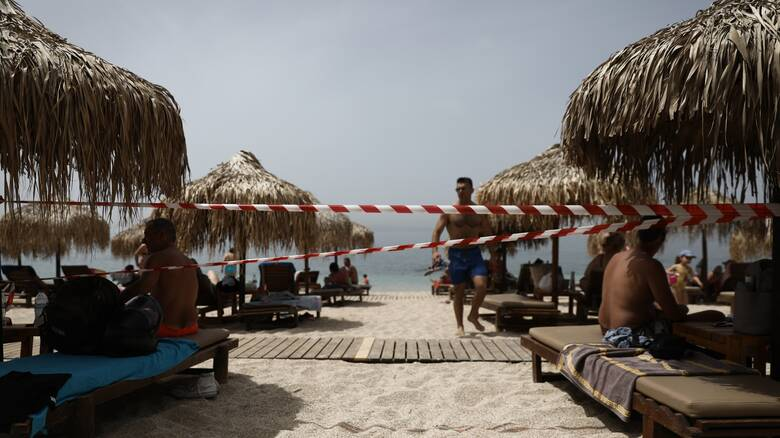 Kορωνοϊός και παραλία: Τι ισχύει για φαγητό και ποτό έως τέλος Ιουλίου