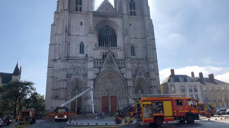 Νάντη: Υπό έλεγχο η πυρκαγιά που ξέσπασε σε καθεδρικό ναό