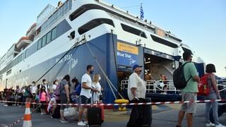 Κίνηση στο Λιμάνι του Πειραιά: «Σαλπάρει» το δεύτερο κύμα των αδειούχων