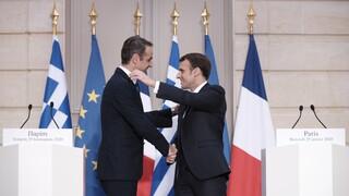 Σύνοδος Κορυφής: Επαφές Μητσοτάκη - Μακρόν για Ταμείο Ανάκαμψης και Τουρκία