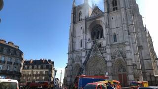 Νάντη: Προσαγωγή υπόπτου για την πυρκαγιά στον Καθεδρικό Ναό