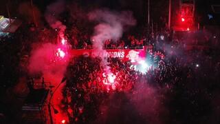 Ολυμπιακός: «Φωτιά» στον Πειραιά - Η φιέστα και η παρέλαση των πρωταθλητών