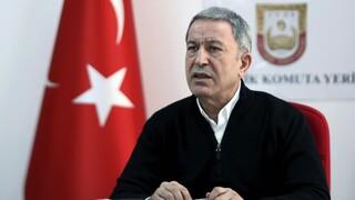 Τουρκία: Ο Ακάρ κατηγορεί τον Χάφταρ ότι εμποδίζει την ειρήνευση στην Λιβύη