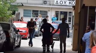 Κοζάνη: Συγκλονιστικές μαρτυρίες για την επίθεση με τσεκούρι στην Εφορία