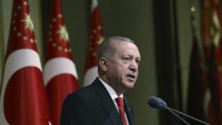 Αμετακίνητος ο Ερντογάν προσπαθεί να αιτιολογήσει τις προκλήσεις