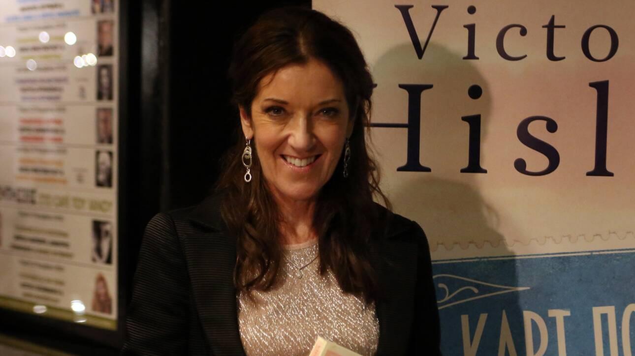 Βικτόρια Χίσλοπ: Πολιτογραφήθηκε Ελληνίδα η συγγραφέας του βιβλίου «Το Νησί»