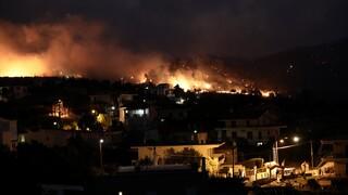 Φωτιά στην Κορινθία: Δύσκολη η νύχτα - Διασπάρτες εστίες και αναζωπυρώσεις