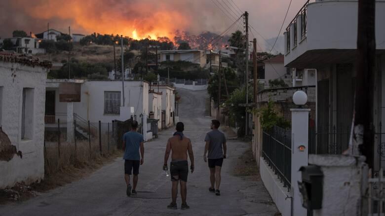 Μαίνεται η φωτιά στις Κεχριές: Η μάχη με τις φλόγες και οι καταγγελίες για εμπρησμό