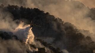 Φωτιά στις Κεχριές: Μαίνεται για τρίτη μέρα - Δύσκολη η νύχτα για τους πυροσβέστες