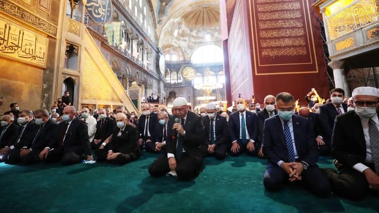 Αγία Σοφία: Πραγματοποιήθηκε η πρώτη μουσουλμανική προσευχή παρουσία Ερντογάν