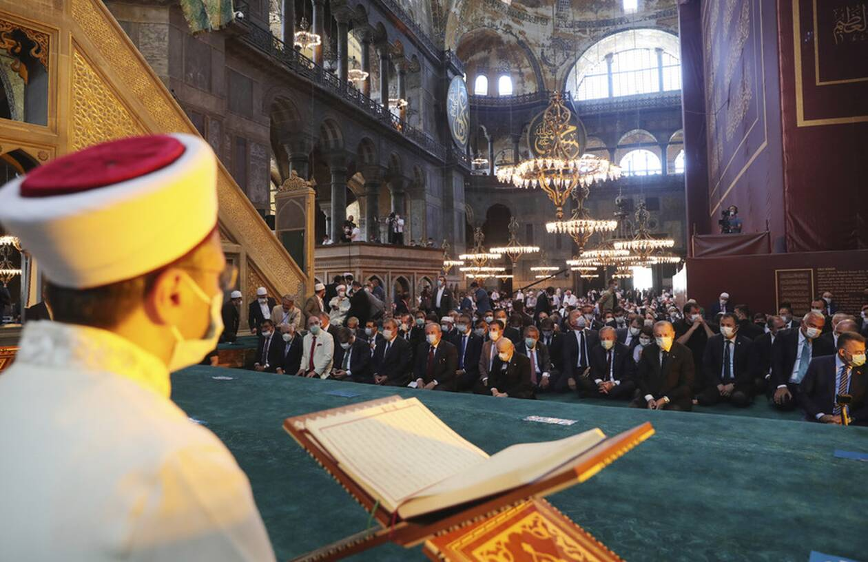 https://cdn.cnngreece.gr/media/news/2020/07/24/228465/photos/snapshot/erdogan-hagia-sophia-2.jpg