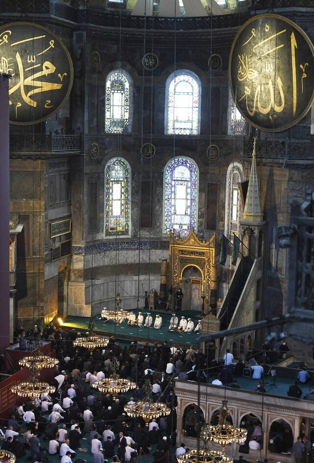 https://cdn.cnngreece.gr/media/news/2020/07/24/228465/photos/snapshot/erdogan-hagia-sophia-3.jpg