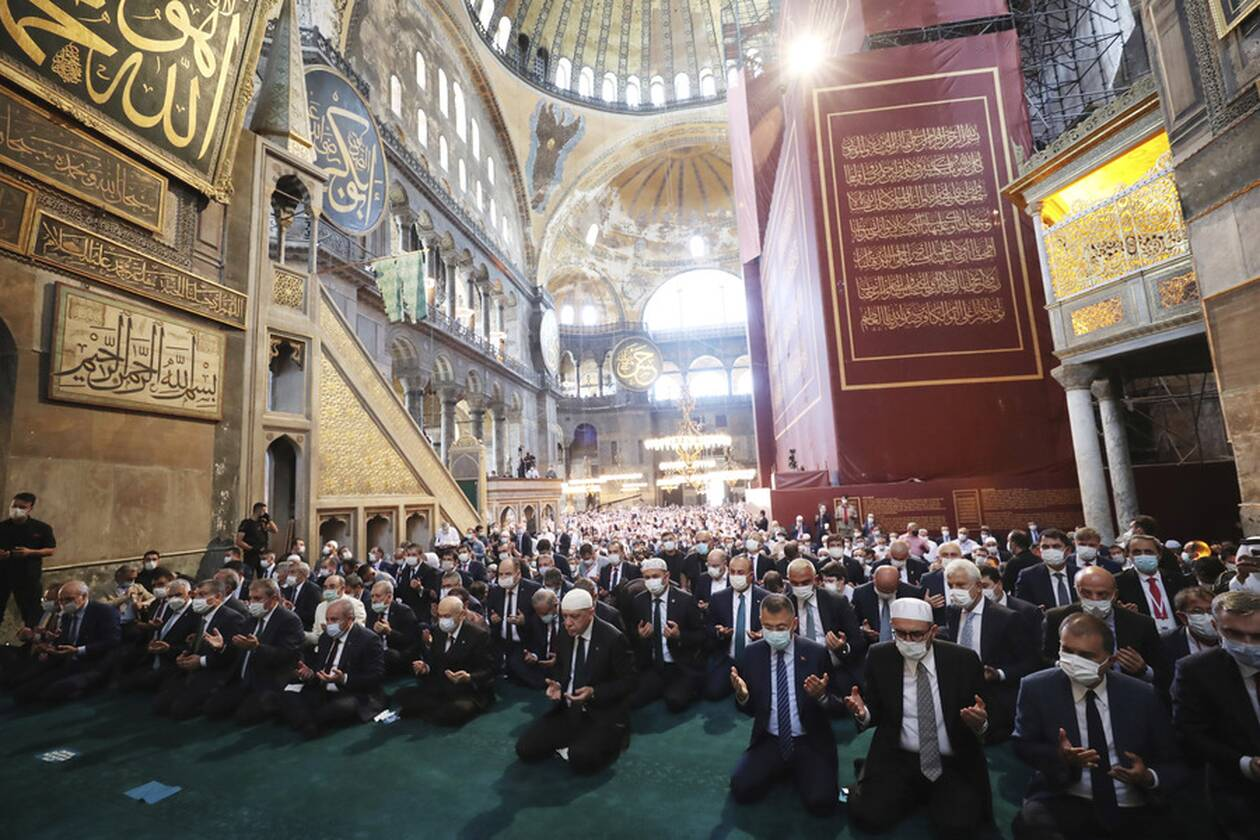 https://cdn.cnngreece.gr/media/news/2020/07/24/228465/photos/snapshot/erdogan-hagia-sophia-4.jpg