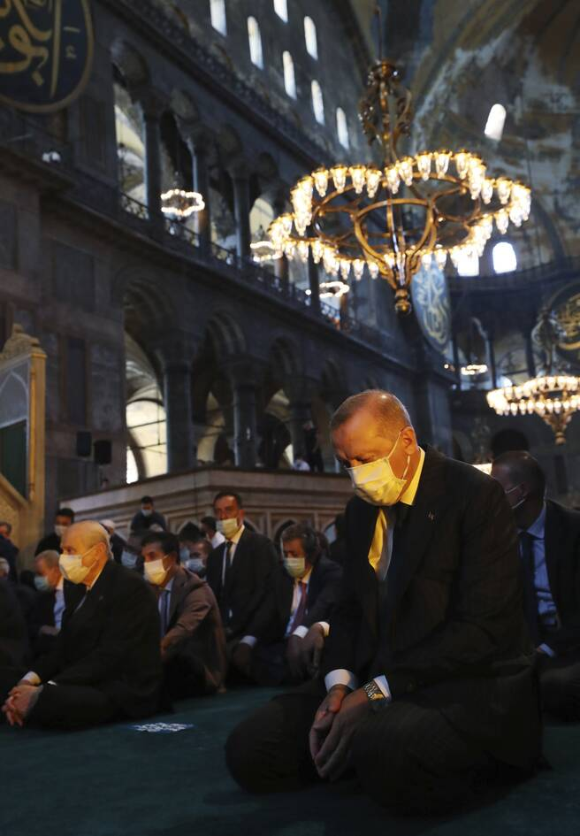 https://cdn.cnngreece.gr/media/news/2020/07/24/228465/photos/snapshot/erdogan-hagia-sophia.jpg