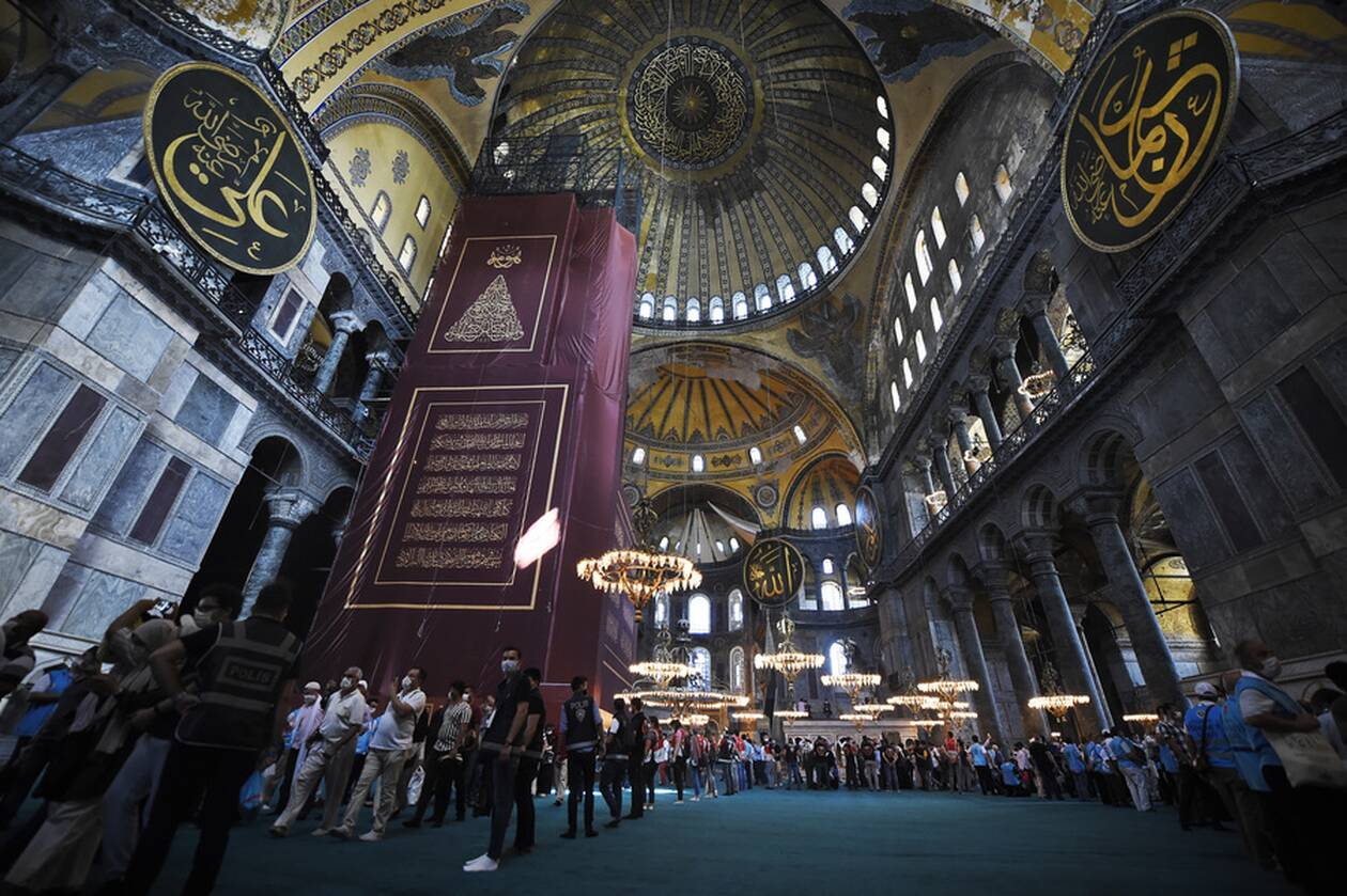 https://cdn.cnngreece.gr/media/news/2020/07/24/228465/photos/snapshot/hagia-sophia-1.jpg