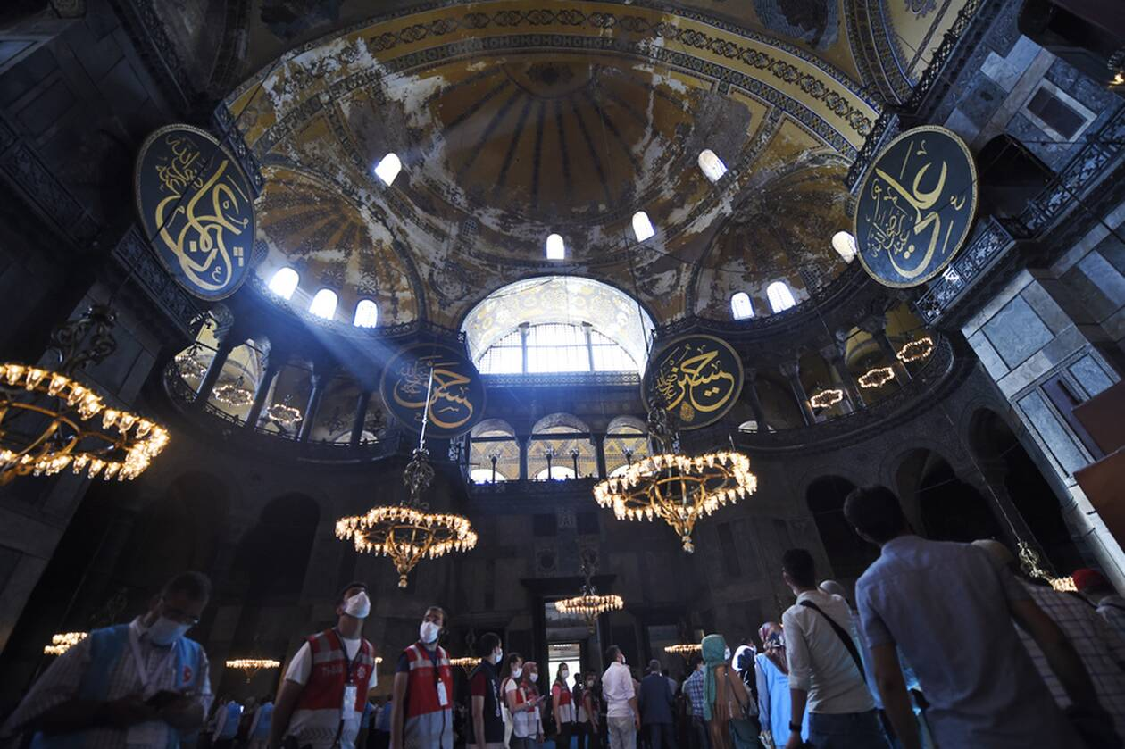 https://cdn.cnngreece.gr/media/news/2020/07/24/228465/photos/snapshot/hagia-sophia-5.jpg