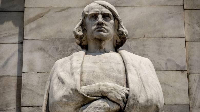 ΗΠΑ: Το Σικάγο απομάκρυνε δύο αγάλματα του Κολόμβου