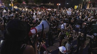 HΠΑ: Νύχτα έντασης σε πολλές πόλεις με πορείες Black Lives Matter – Ένας νεκρός στο Τέξας