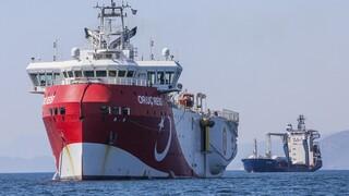 Ενδείξεις αποκλιμάκωσης: Σε επαγρύπνηση η Αθήνα - Η Τουρκία αποσύρει πλοία και κατεβάζει tweet