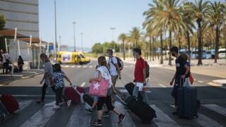 Η Μαδρίτη θέλει το Λονδίνο να εξαιρέσει Βαλεαρίδες και Κανάριους Νήσους από την καραντίνα