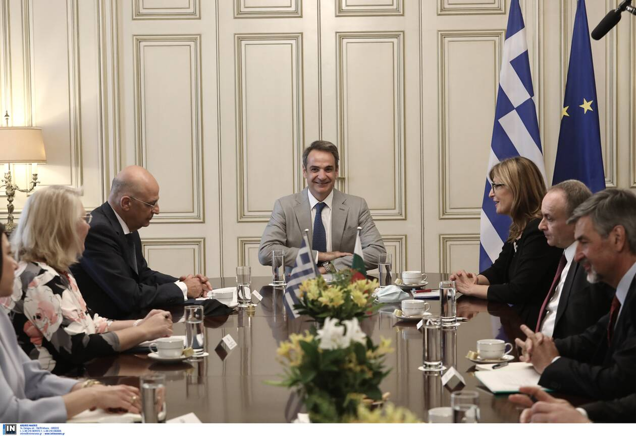 https://cdn.cnngreece.gr/media/news/2020/07/27/228710/photos/snapshot/zaxarieva_mitsotakis1.jpg