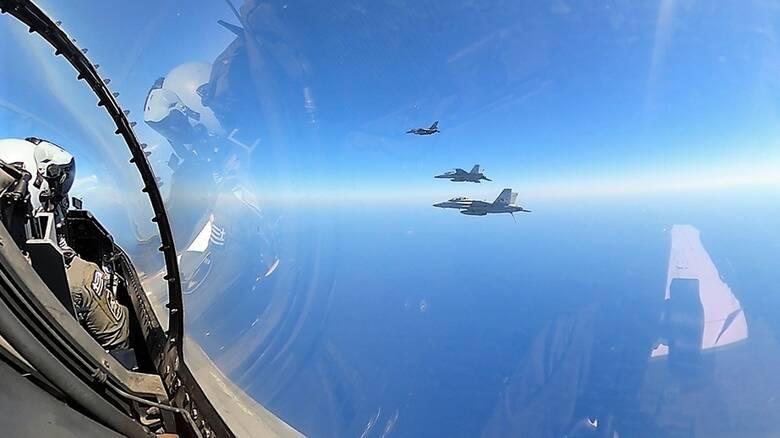 Συνεκπαίδευση ελληνικών μαχητικών και πλοίων με το αμερικανικό αεροπλανοφόρο «Αϊζενχάουερ»