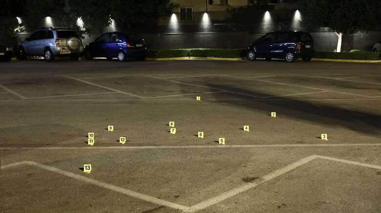 Πυροβολισμοί στη Βάρη: Πού επικεντρώνονται οι έρευνες - Αναμένεται η κατάθεση του τραυματία