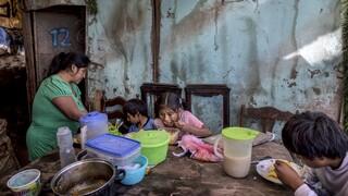 Unicef: Η πανδημία του κορωνοϊού θα αυξήσει κατά επτά εκατ. τα παιδιά που υποσιτίζονται
