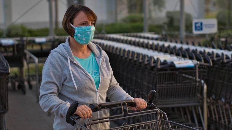 Κορωνοϊός: Σε ποιες επιχειρήσεις θα είναι υποχρεωτική η μάσκα για όλους