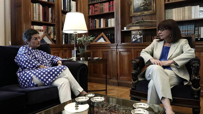 Συνάντηση Σακελλαροπούλου με Ισπανίδα ΥΠΕΞ: Στο επίκεντρο κορωνοϊός και Τουρκία