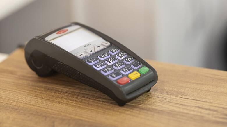 Παραμένει η υποχρέωση για ηλεκτρονικές αποδείξεις στο 30% του εισοδήματος