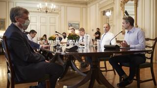 Κορωνοϊός: Τηλεδιάσκεψη Μητσοτάκη με Τσιόδρα, Χαρδαλιά και Κικίλια για τα αυξημένα κρούσματα