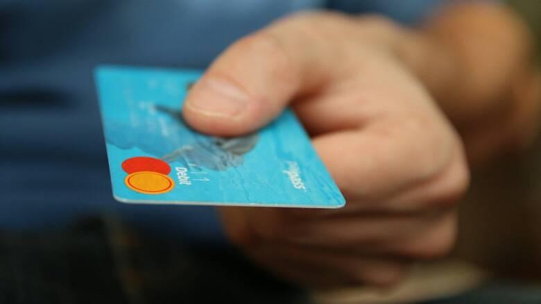 Παραμένει το 30% στις αποδείξεις από αγορές με ηλεκτρονικά μέσα πληρωμής