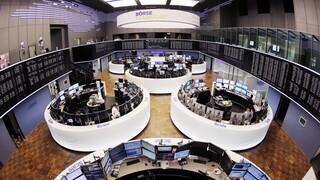 Απώλειες άνω του 3% καταγράφουν τα χρηματιστήρια Λονδίνου και Φρανκφούρτης