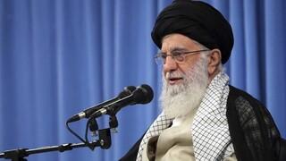 Ιράν: Ο Χαμενεΐ απορρίπτει διαπραγματεύσεις με ΗΠΑ για πυραυλικό και πυρηνικό πρόγραμμα