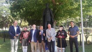 Επανατοποθετήθηκε ο ανδριάντας του Ίωνα Δραγούμη στο πάρκο της ΧΑΝΘ