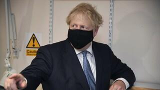Αναβάλει την άρση του lockdown η Βρετανία υπό το φόβο δεύτερου κύματος